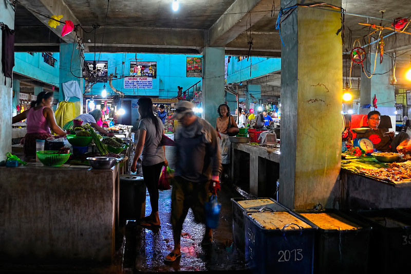 We toured the wet and noisy public market of Batac.