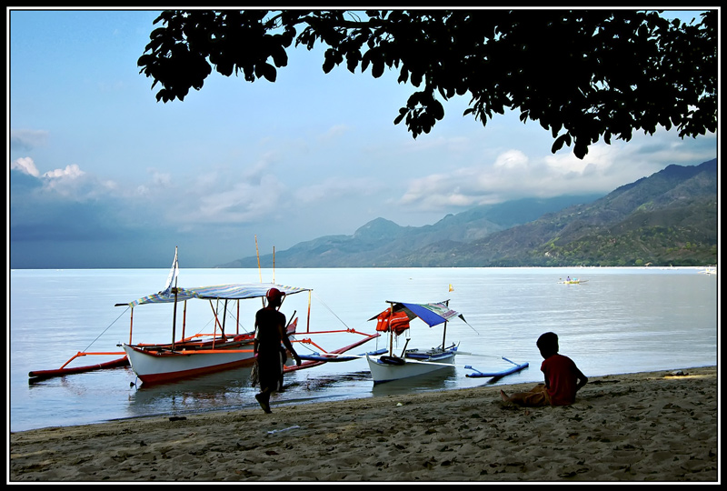 These are two paddlers waiting for someone to rent their boats. The paddler on the right is just a boy, as shown on my next two pictures.