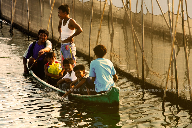 """School children taking a shortcut through the fishpond.  IF YOU WANT TO KNOW MORE ABOUT MY HOMETOWN OF MALABON YOU MAY GO TO THIS BLOG <a href=""""http://www.mymalabon.com/""""><b>MY MALABON<b></b>"""