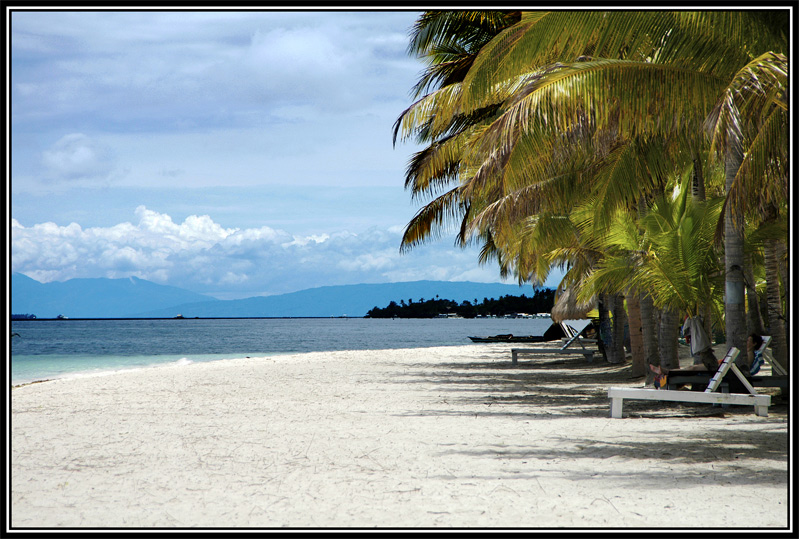 Looking towards north-west of Panglao Beach. There was nobody around at this hour. This area of the beach is all to myself!