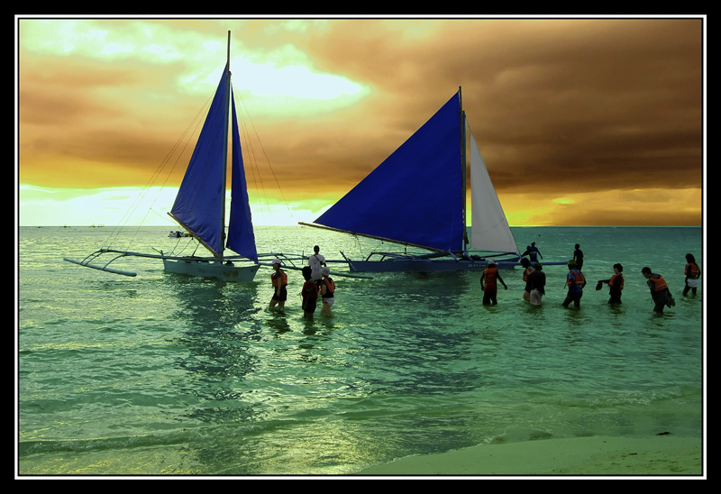 It is sunset on a sunday and people who came to Boracay for a weekend are lined up to board the sailboat bound for the big island of Aklan. They are moving slowly to appreciate the wonderful setting of nature they are in. I am in awe at this beauty. This special situation may happen again but somehow it will be different.