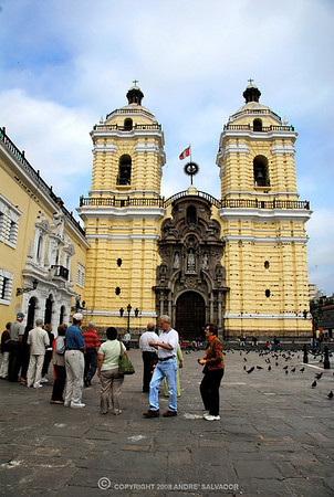 HISTORIC IGLESIA DE SAN FRANCISCO, MONASTERY, MUSEUM AND CATACOMBS, LIMA