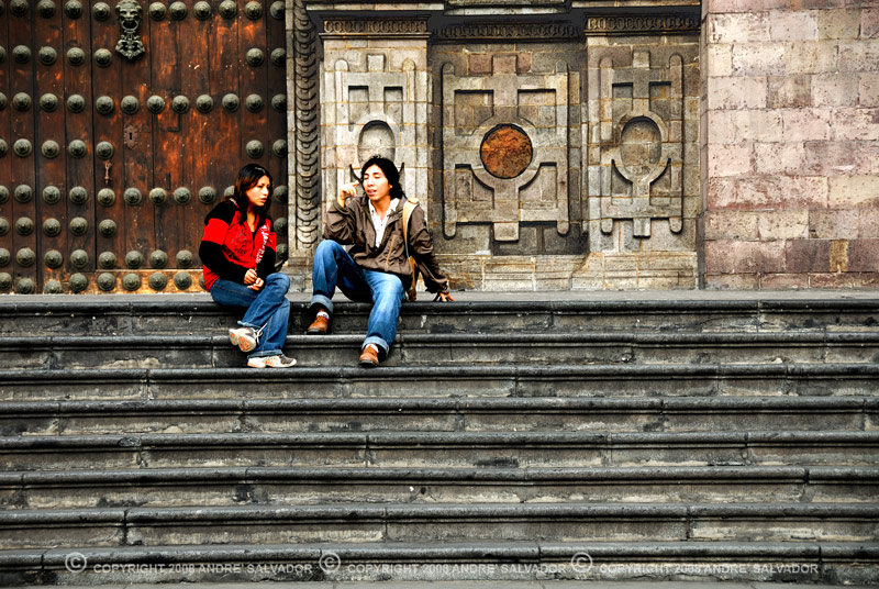 Two young people chatting at the steps of the cathedral.