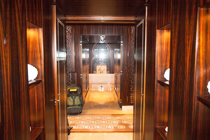 Foyer between king's bath and queen's bath.