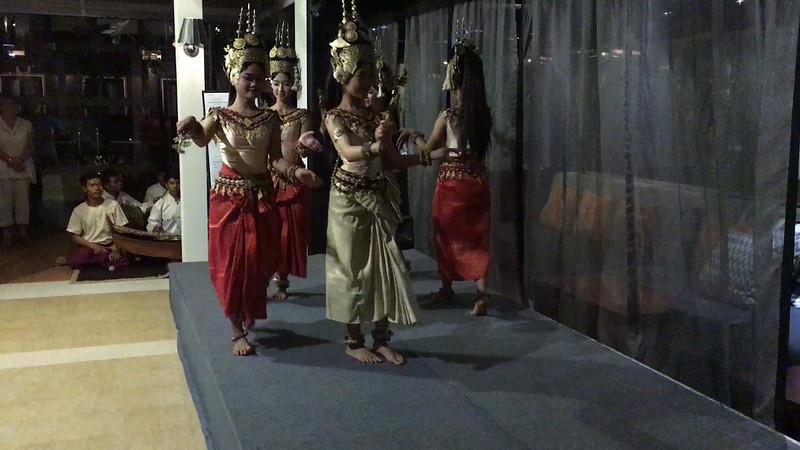 Siem Reap - Khmer dancers