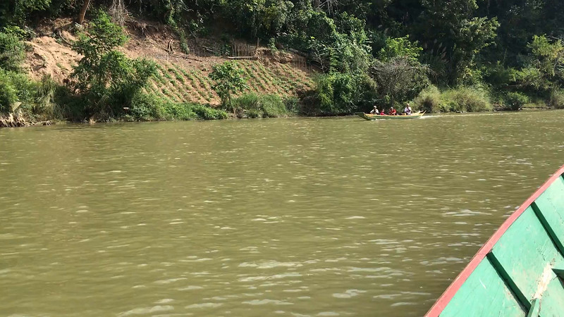 Trip up the Han River (Laos) to the waterfall area