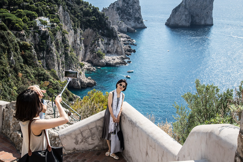 tourists abound in Capri