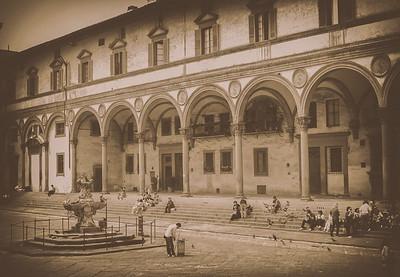 """Una Bella Piazza."""
