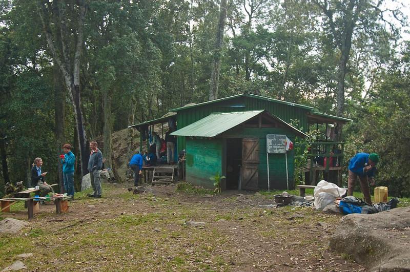 Nyabitaba Hut, alt 4,627 m.