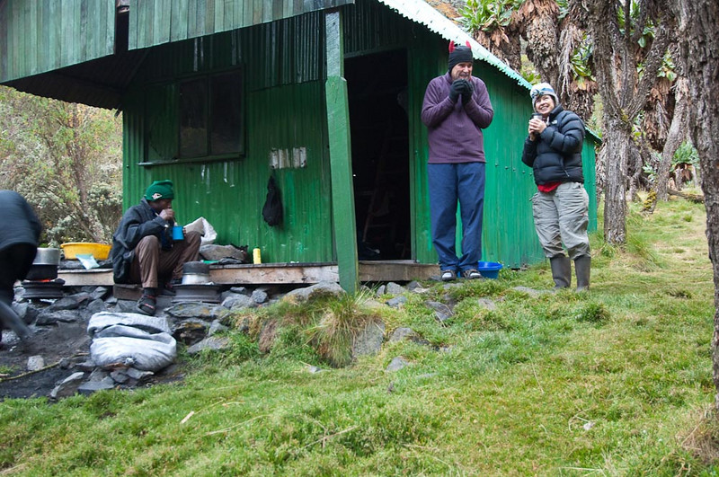 Chilly morning at the Kitandara Hut. alt 4,023 m.