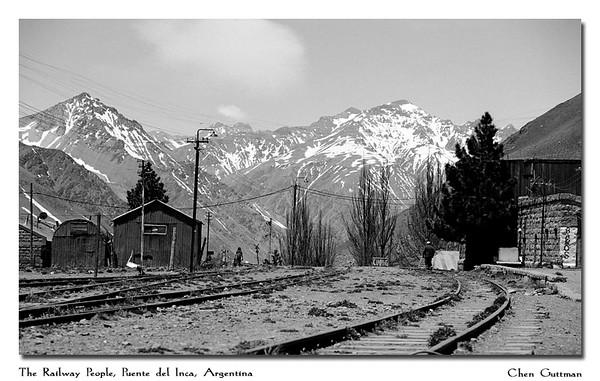 The railway people, Puente del Inca