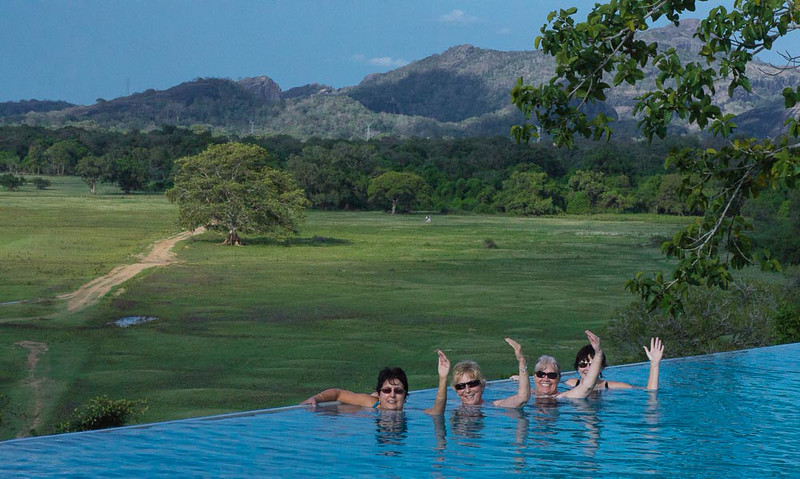 Synchronised swimmers in an infinity pool