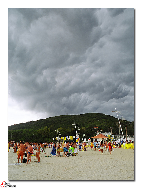 Couple of minutes after the previous shot - people are relaxed when such a threatening cloud formation moves over head...