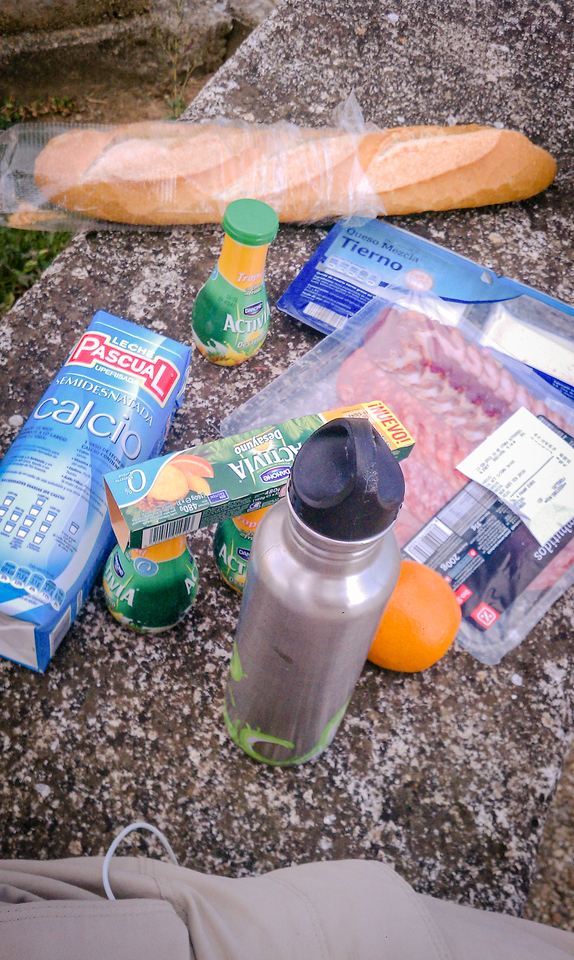 A typical lunch on the Camino. Milk, Activia yogurt and protein powder to drink. As always, a jamon y queso bocadilla: baguette, jamon serrano and cheese.  ...and an orange! mmmmmm!