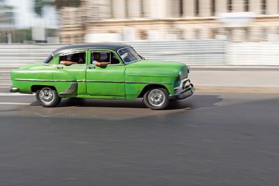 Cruising by El Capitolio