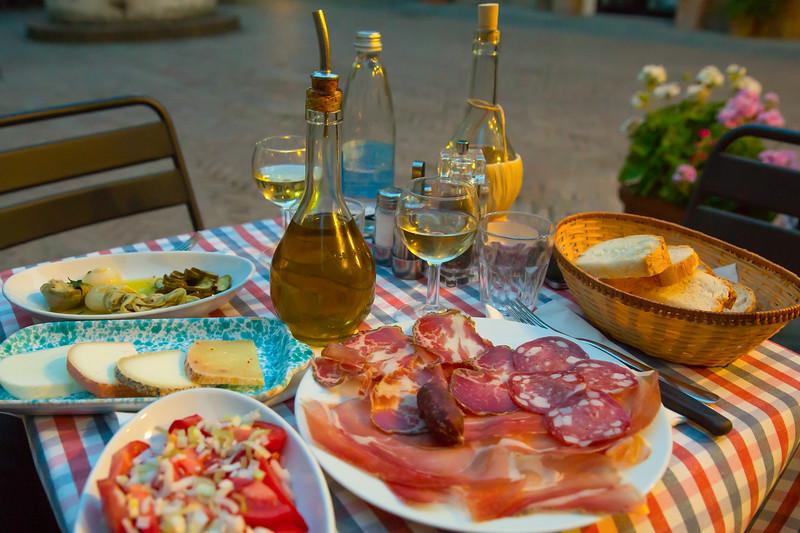 White wine and tasty italian homemade snack