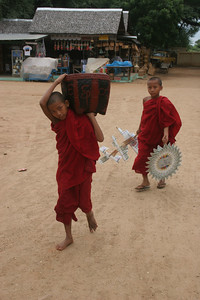 Collecting Alms, Bagan