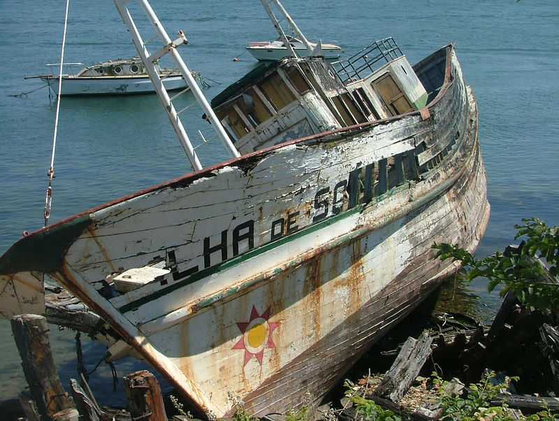 Abandoned Boat Foz do Douro, Porto