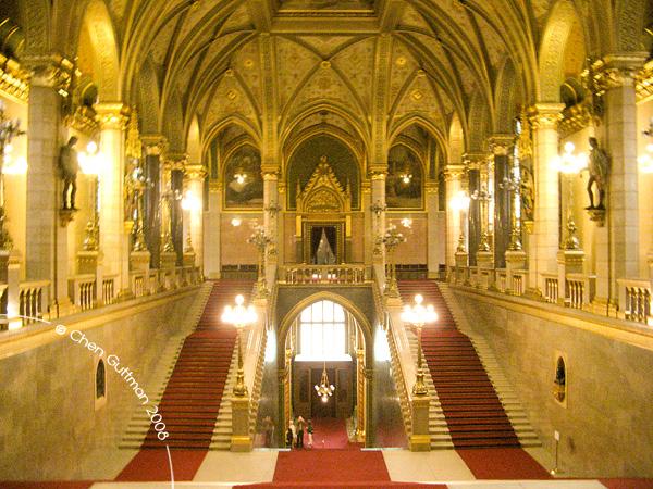 Moran's take of the Hall. Budapest, Hungary, 2008.