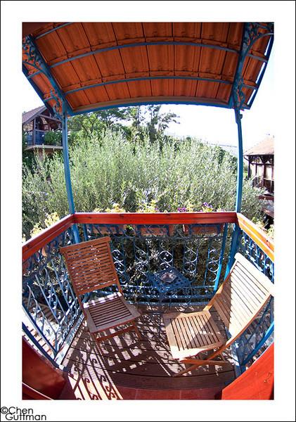 המרפסת - עוד יותר קטנה אבל מאוד מאוד שקטה ורומנטית