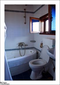 שירותים ואמבטיה בחדר, וילה תהילה