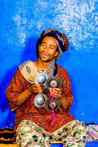 This region of the Sahara is known for its Gnawa musicians.   Originally from Sub-Saharan Africa, their ancestors escaped slavery and immigrated to the north, bringing ancient folk traditions with them.  Today a fusion of pre-Islamic and more modern musical forms are integrated into the music and dance performances.