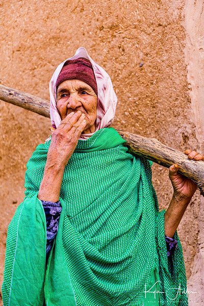 We had a chance meeting with Aicha as she carried a tree (for firewood) through the alleys of Tinjdad.