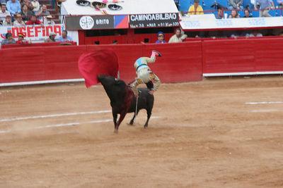 El Cuate's troubles begin