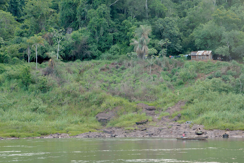 The river flows through a trench; the valley sides are jungle. The land above is flat and intensively farmed.<br /> <br /> As usual the Indians (First Nations in Canadian English) get the bits no one else wants and poverty in their community is ubiquitous.
