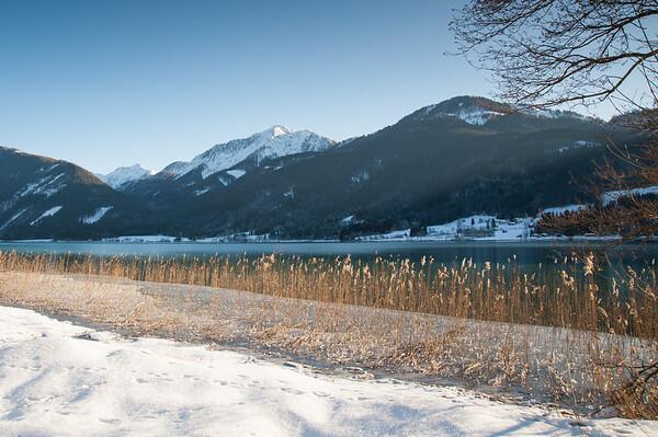 Sunny winter morning at the lake