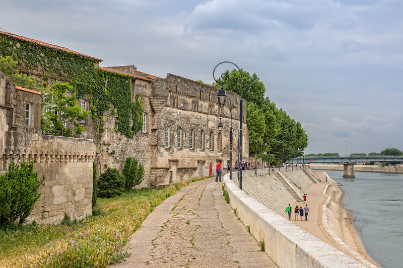 Peaple walking along the banks of the Rhone