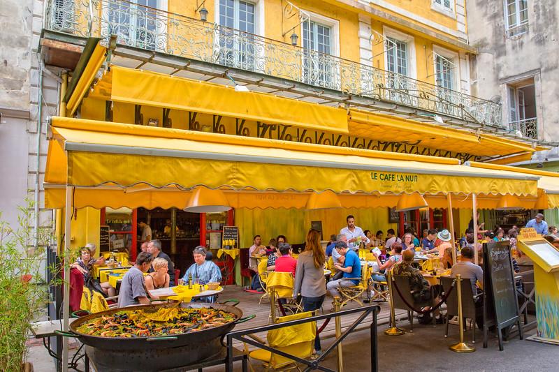 Le Café La Nuit - People enjoy a lucnh at Café van Gogh in Arles