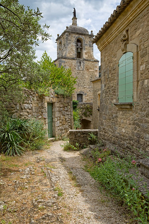The minuscule village of Maubec-Vieux