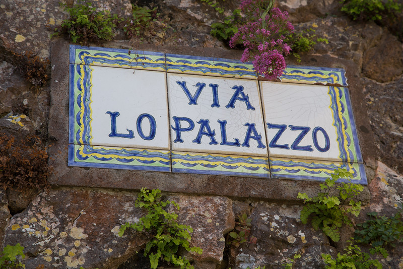 Signpost of the via lo Palazzo - way to palace - on the island of Capri