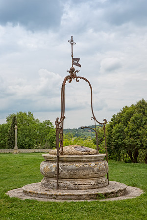 Old well in Montepulciano.