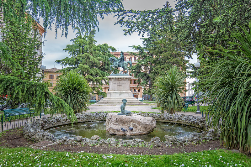 Little oasis at the fountain of Piazza Italia