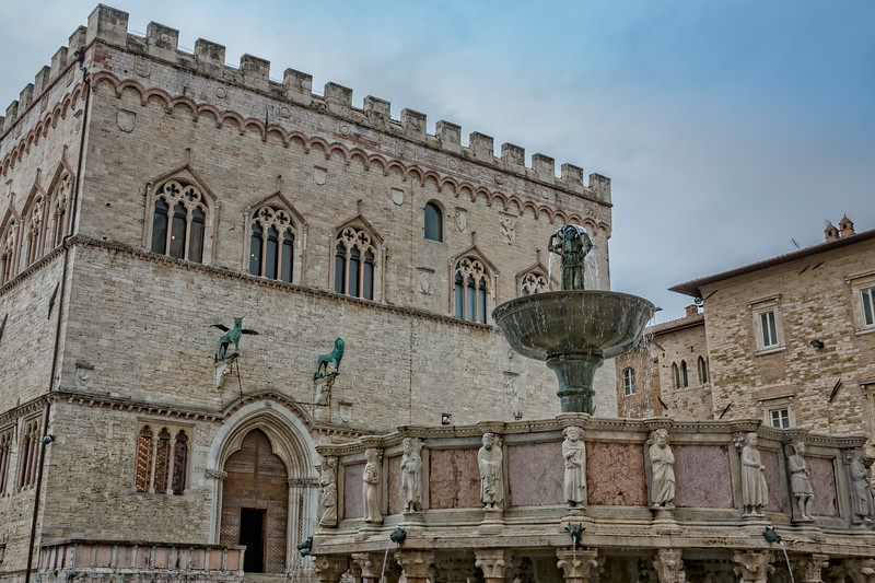Fountain Maggioreis and the Palazzo dei Priori n the major square of Perugia