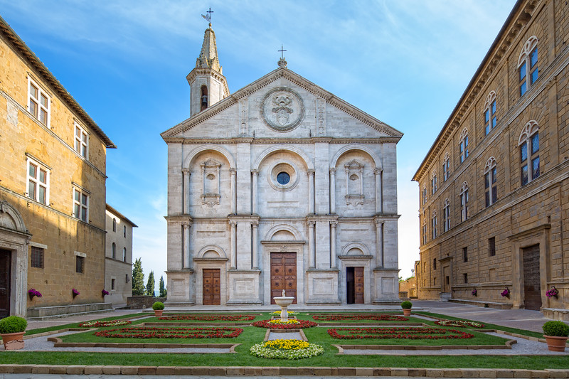 Santa Maria Assunta on the Piazza Pio II