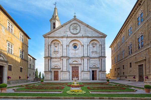 Santa Maria Assunta on the Piazza Pio II