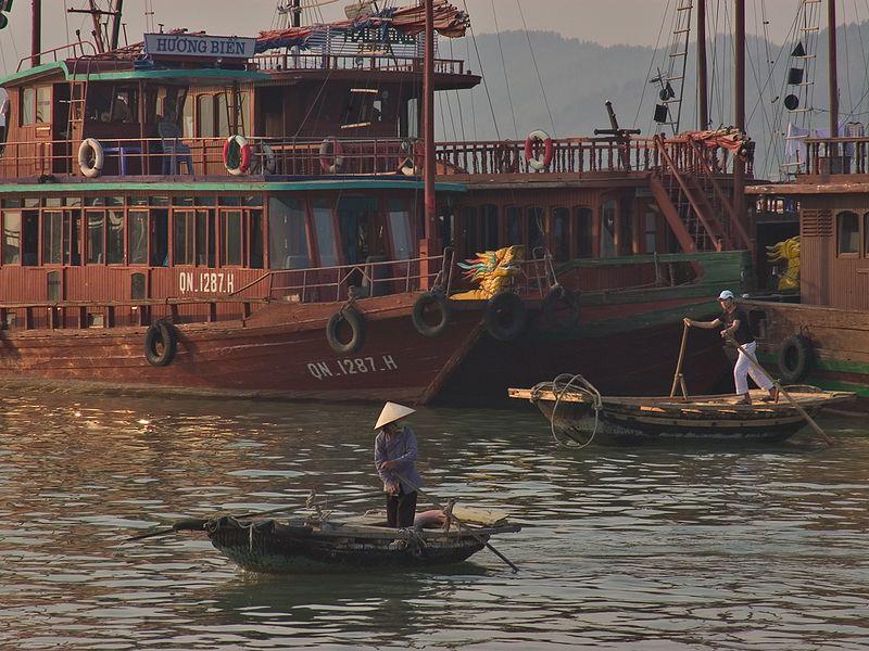 Halong Bay harbor_1003_72dpi