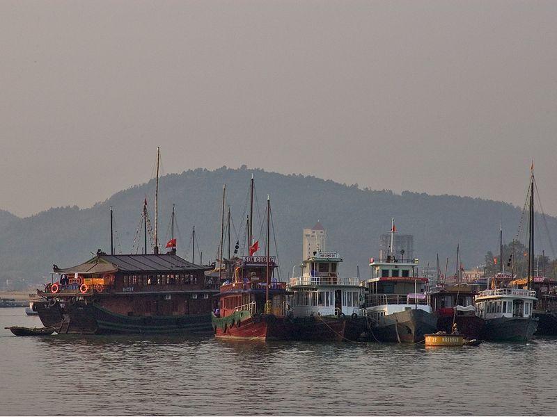 Halong Bay harbor_0999_72dpi