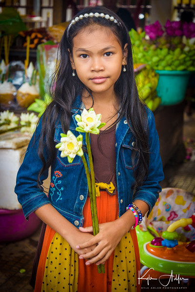 The young daughter of the flower stall owner folded these flowers herself.