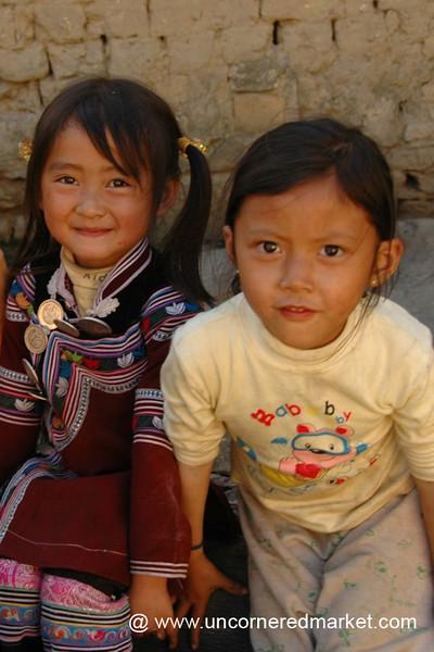 Curious Hani Girls - Yuanyang, China
