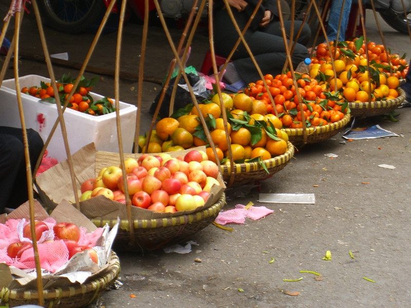 Apples and Oranges - Hanoi, Vietnam