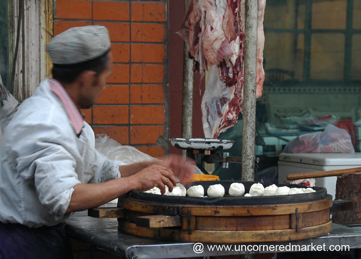 Xinjiang Food: Making Manti - Kashgar, China