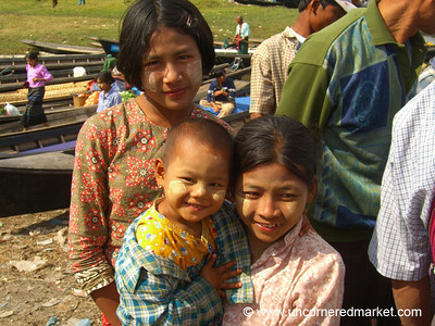 Sisterly Love - Inle Lake, Burma