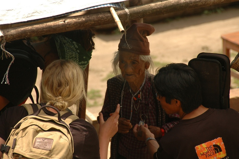Gemma Ward with Nepalese Local - Annapurna Circuit, Nepal