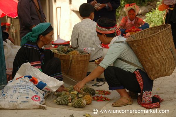 Yuanyang Market, Choosing Pineapples - China