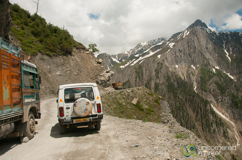 Mountain Roads in Kashmir, Tight Passing - India