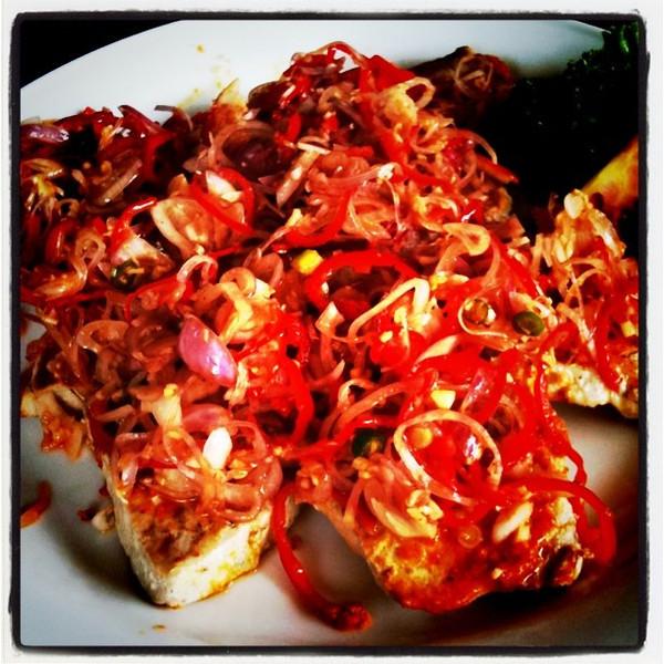 Tuna Sambal Matah (seared tuna with lemongrass & chili topping) - delicious! Ubud, Bali